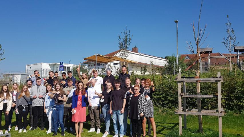 Bei der Martin Bauer Group in Vestenbergsgreuth sind25 junge Erwachsene an den Start gegangen.Neben den kaufmännischen und gewerblichen Ausbildungsberufen ist der Chemielaborant wieder der beliebteste Beruf bei den jungen Leuten. Dieses Jahr neu im Ausbildungsprogramm ist der Beruf Fachinformatiker in der Fachrichtung Daten- und Prozessanalyse.
