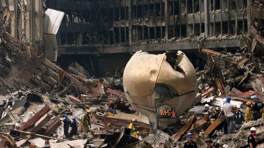 25 Tonnen schwer trotzte die Bronzeskulptur von Bildhauer Fritz Koenig den Terroranschlägen vom 11. September 2001.