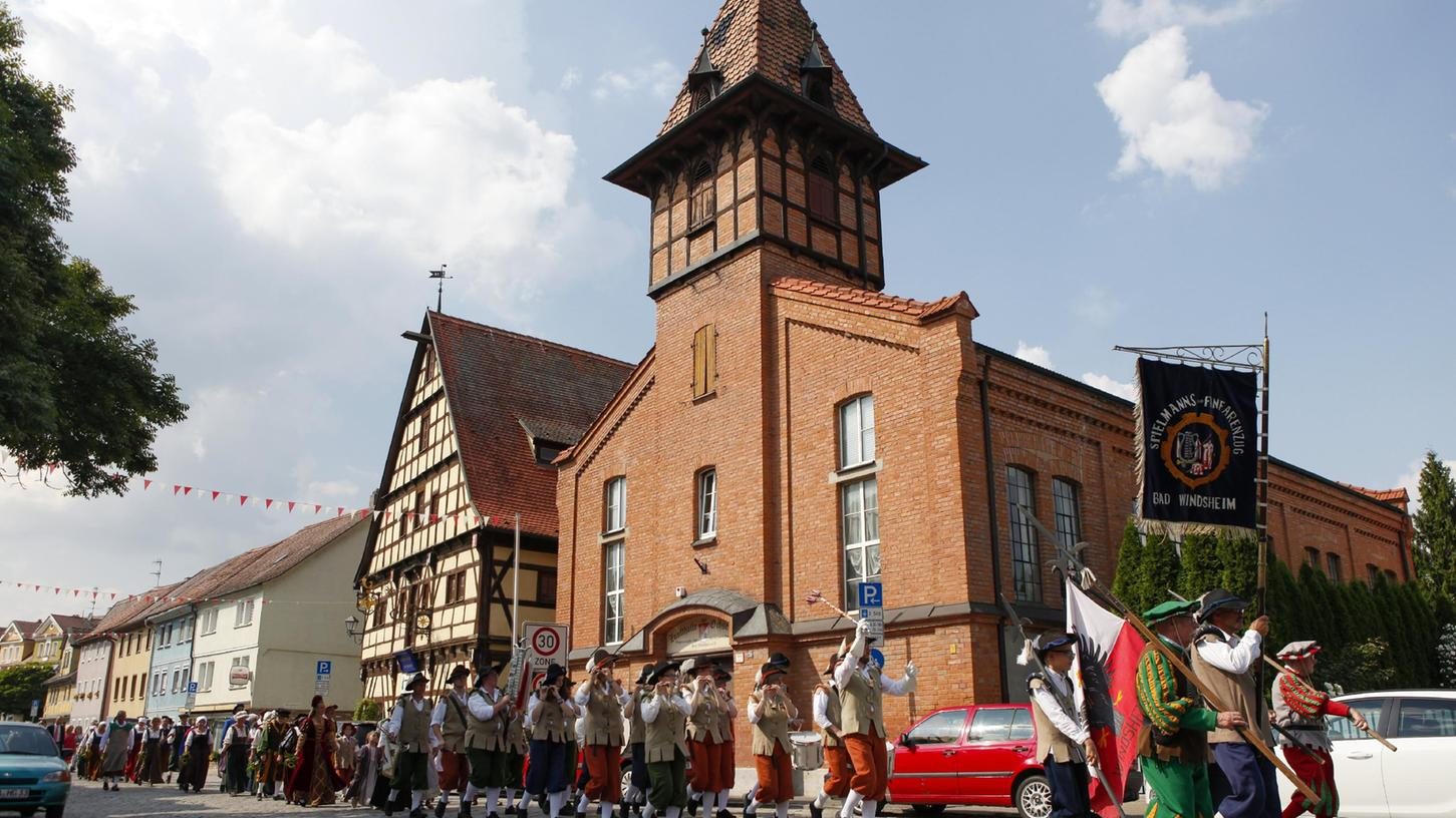 2019 führte ein Umzug des Vereins direkt an der Zunfthalle am Ochsenhof vorbei.