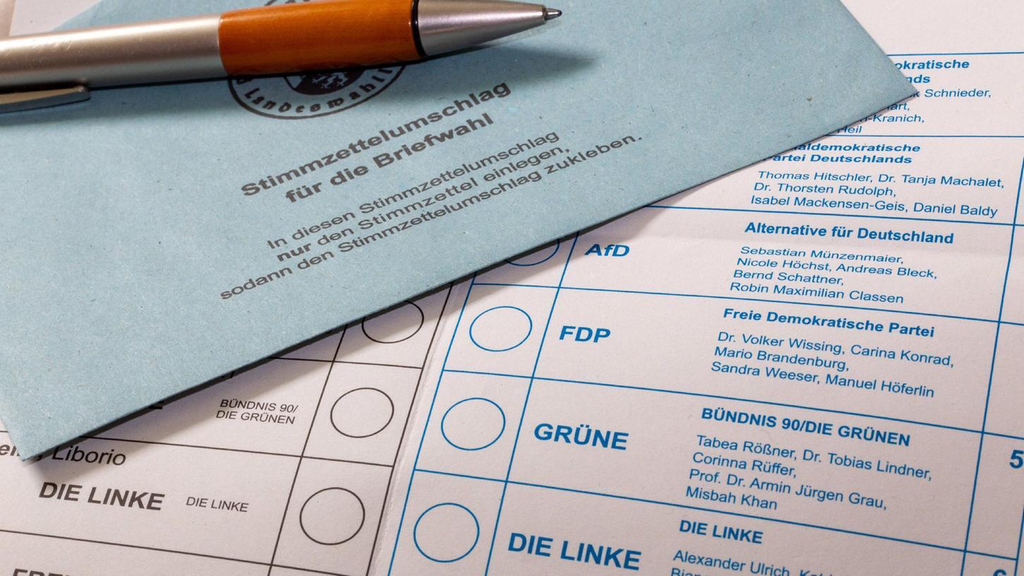 Stimmzettel und Briefumschlag für die Bundestagswahl am 26. September 2021