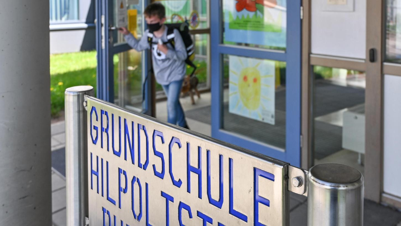 An der Grundschule in Hilpoltstein wird durch den Anspruch auf Ganztagsbetreuung ein Anbau fällig. Vorausschauend wurde dafür im Norden ein Platz freigehalten.