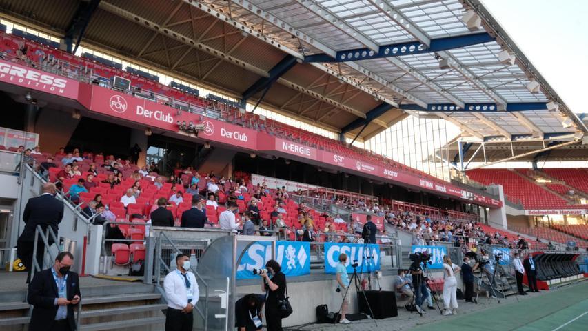 Das Stadion wurde gut besucht. Wegen der Hygienevorschriften konnten allerdings nicht alle Plätze besetzt werden.