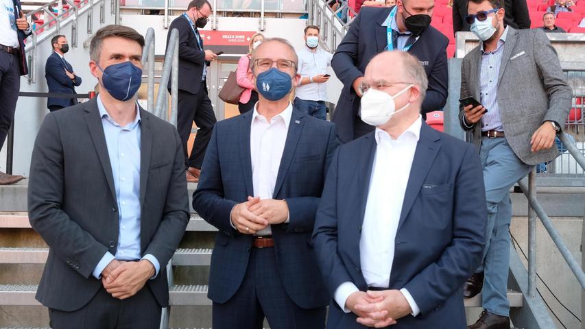 Der Erlanger CSU-Abgeordnete Stefan Müller, derFürther CSU-Bundestagskandidat Tobias Winkler und der CSU-BundestagskandidatSebastian Brehm nahmen ebenfalls an der Veranstaltung teil.