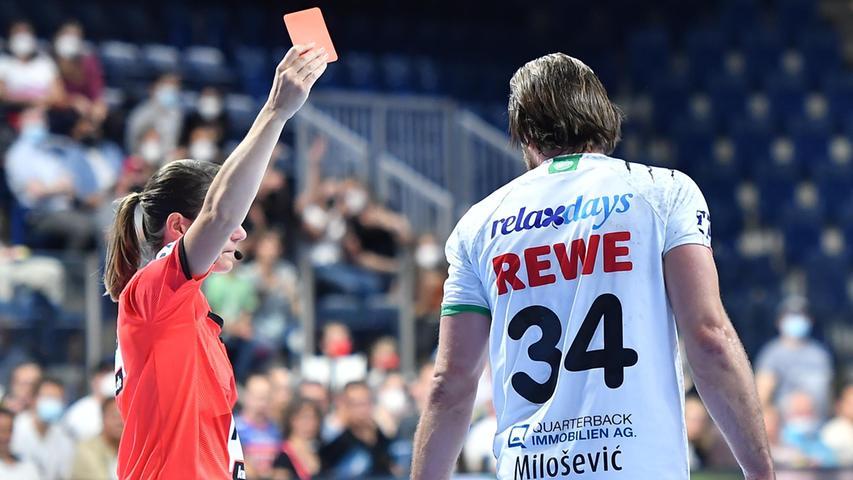 08.09.2021 --- Handball --- 1. Bundesliga LIQUI MOLY HBL --- Saison 2021 2022 ---  01. Spieltag: HC Erlangen Metropolregion Nürnberg HCE - SC DHfK Leipzig --- Foto: Sport-/Pressefoto Wolfgang Zink / OGo ---   Alen Milosevic (34, SC DHfK Leipzig ) rote Karte / Rot / Platzverweis