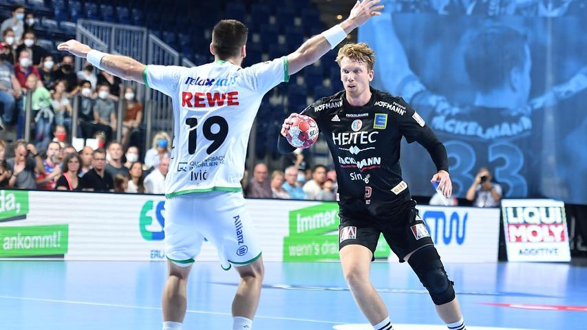 08.09.2021 --- Handball --- 1. Bundesliga LIQUI MOLY HBL --- Saison 2021 2022 ---  01. Spieltag: HC Erlangen Metropolregion Nürnberg HCE - SC DHfK Leipzig --- Foto: Sport-/Pressefoto Wolfgang Zink / OGo ---   Sime Ivic (19, SC DHfK Leipzig ) Simon Jeppsson (42, HC Erlangen HCE )