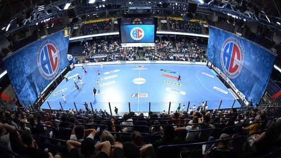 Über 3000 Fans feiern in der Arena: Dem HCE gelingt der Auftaktsieg