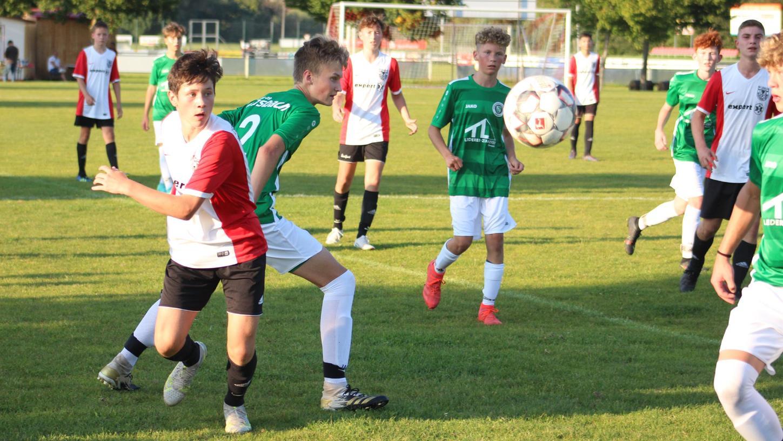 Ein Auftakt nach Maß: DieU15-Junioren des TSV 1860 Weißenburg setzten sich im Mittelfrankenderby derBayernliga Nordost mit 3:0 gegen die SpVgg Ansbach (in Grün) durch.