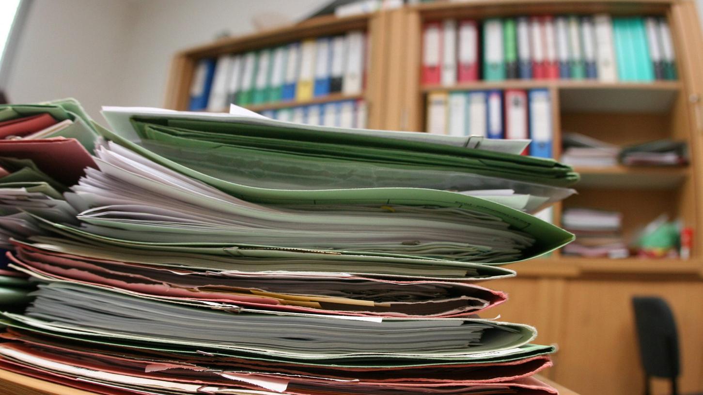 Die Auswertung der beschlagnahmten Unterlagen werden einige Wochen in Anspruch nehmen.