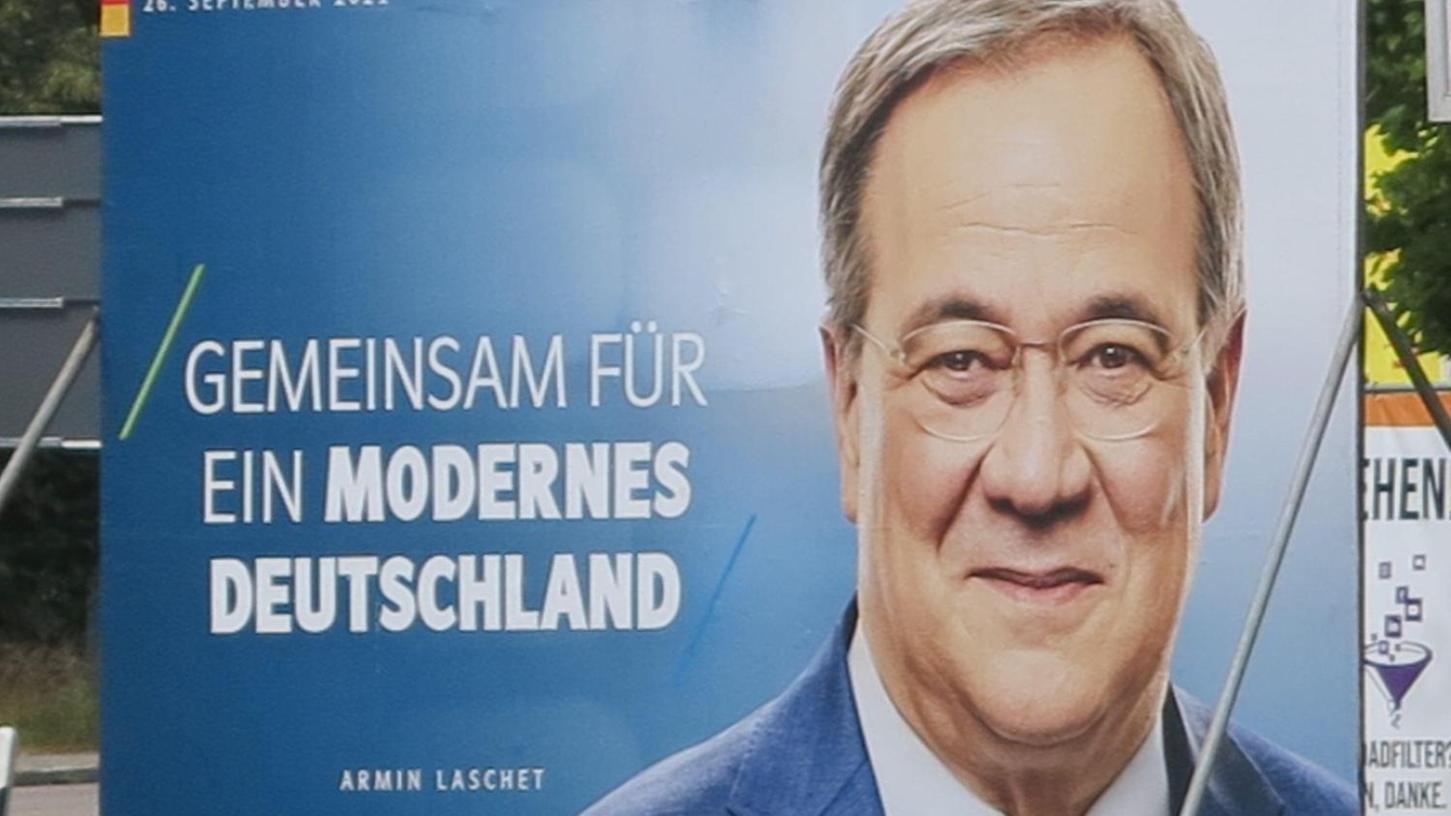 Armin Laschet grüßt in der Weißenburger Straße. Dort mag er präsent sein – in den Köpfen der Bundesbürger aber weniger.
