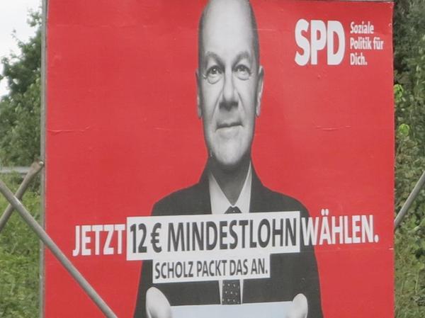 Olaf Scholz blickt auch in Gunzenhausen vom Wahlplakat aus die Menschen an. Der SPD-Kanzlerkandidat hat gute Umfragewerte.