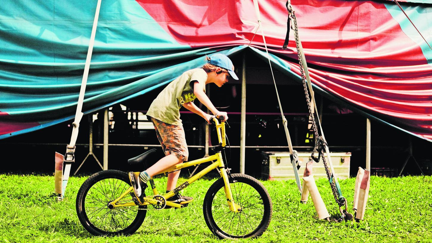 Akrobatik auf dem Fahrrad zeigen die Nachwuchsartisten in Langenzenn ebenfalls.