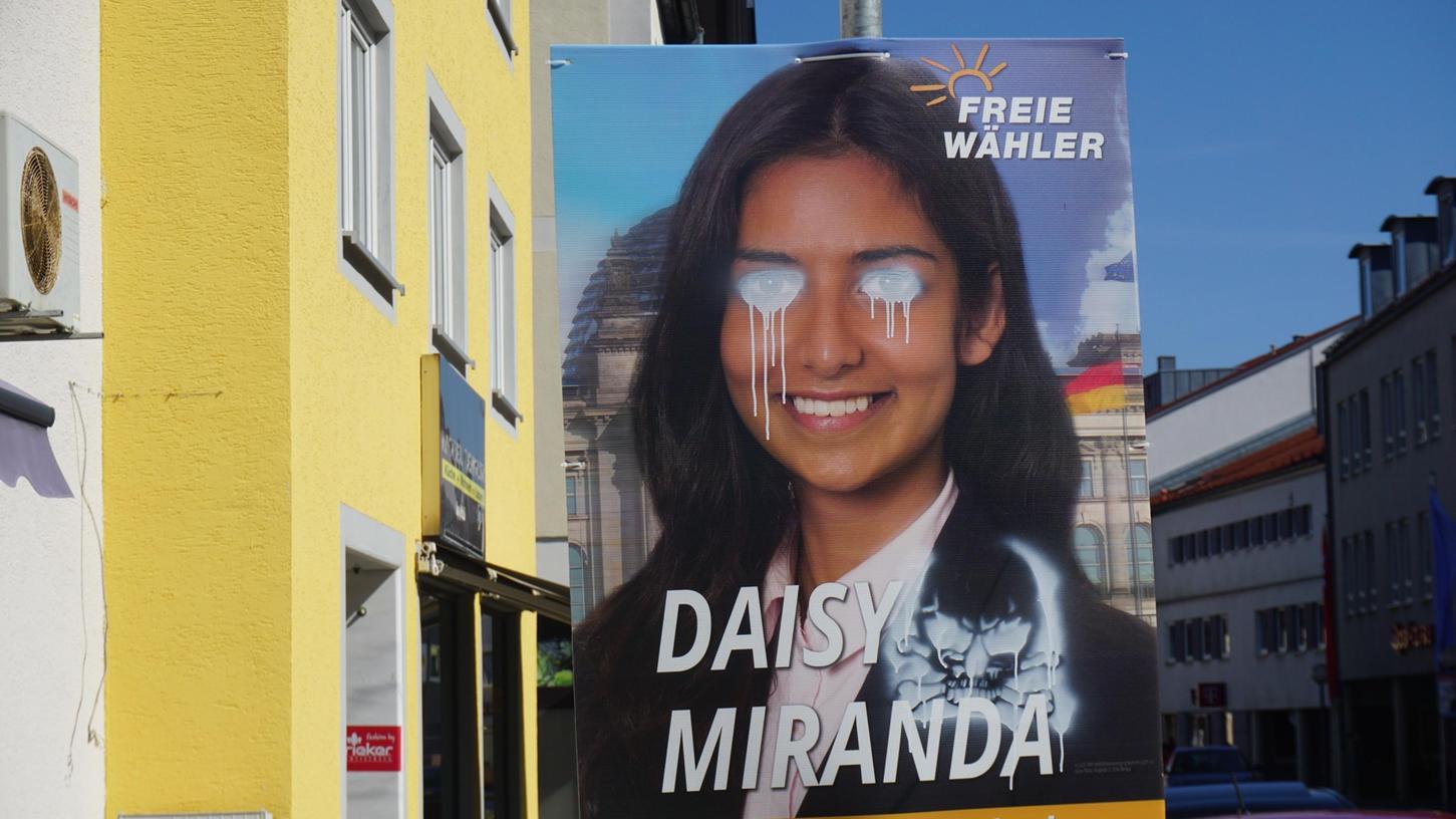 Die Wahlplakate von Daisy Miranda sind mit Totenköpfen besprüht worden.