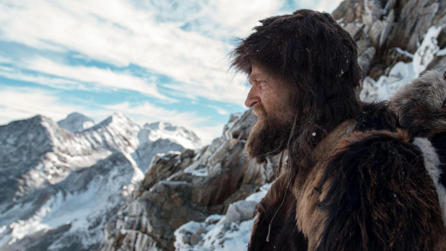"""Sogar auf die Leinwand hat es Ötzi schon geschafft: Szene mit Jürgen Vogel aus dem Film """"Der Mann aus dem Eis"""" von 2017."""
