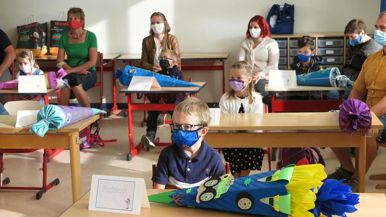 Schulstart etwas anders: Auch 2021 bestimmt die Corona-Pandemie noch den Schulalltag der Kinder mit. Bis zum 1. Oktober müssen die Kinder noch in den Räumen eine Maske tragen.
