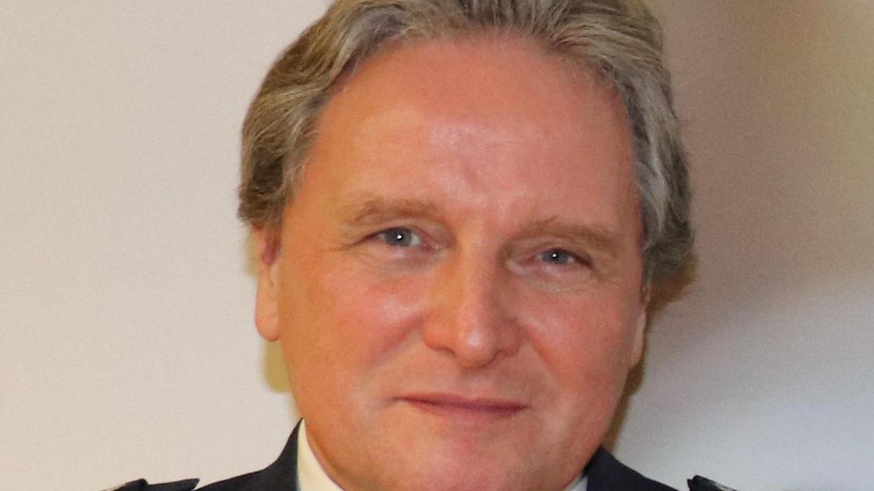 Roland Schmitt verabschiedet sich von den Kollegen.