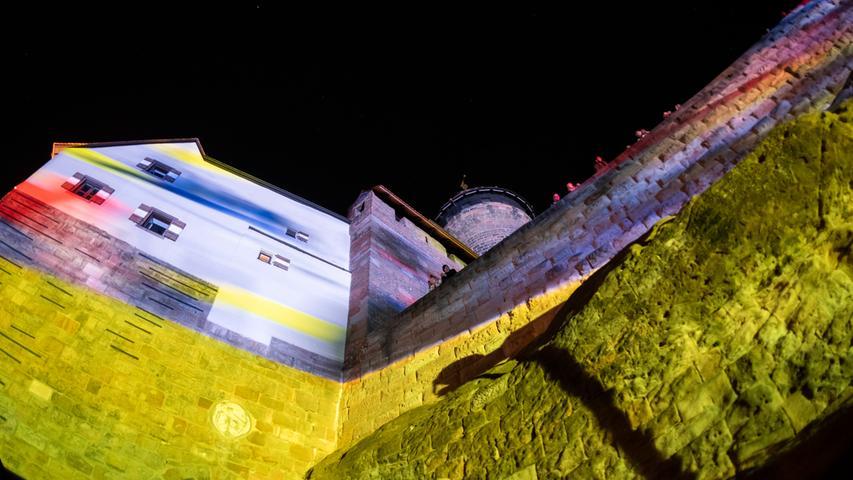 Geht steil:die Burgprojektion von Peter Angermann.