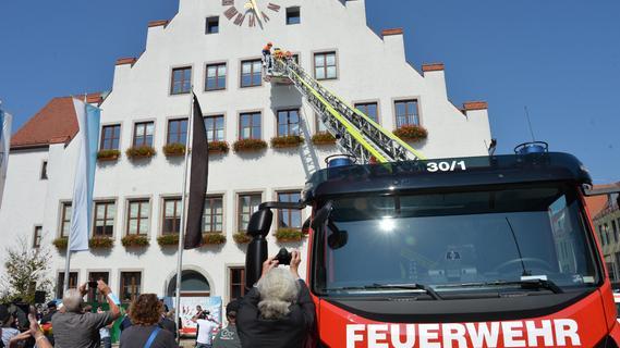 Feuerwehr-Woche startet mit Rettungseinsatz am Neumarkter Rathaus