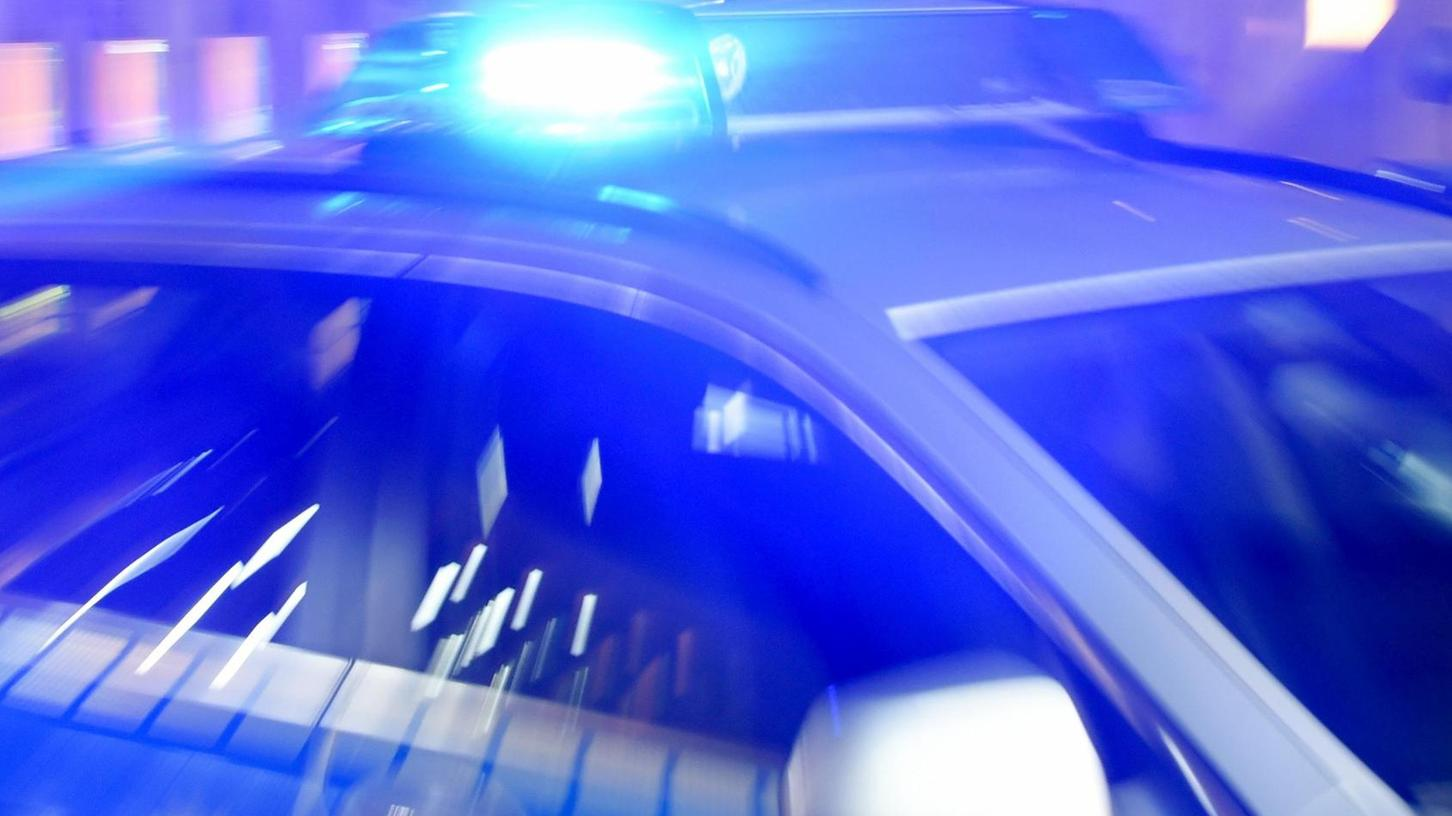 Es war in einer Oktobernacht des vergangenen Jahres, als die Polizei einen Autofahrer kontrollieren wollte und es zu einer Verfolgungsjagd kam. Der Flüchtige war, bevor er sich stellte, zeitweise mit weit mehr als 200 km/h unterwegs.