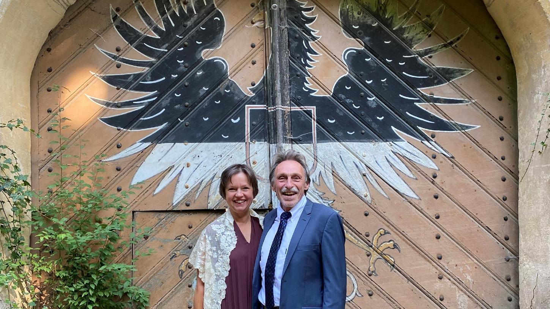 Die neuen Schlossherren von Syburg: Anja Schikarski-Hilscher und Hans-Jürgen  Hilscher haben direkt auf dem Schloss geheiratet, um den neuen Lebensabschnitt  zu feiern.