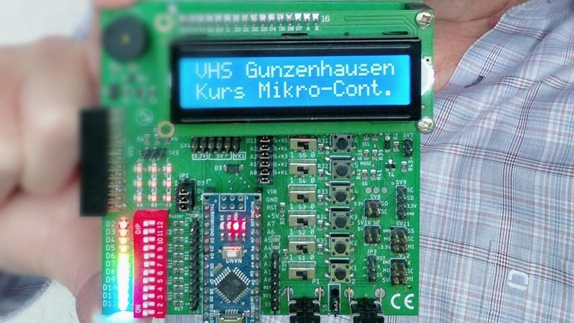 Anfängern wird Schritt für Schritt erklärt, wie sie die Mikrocontroller programmieren.