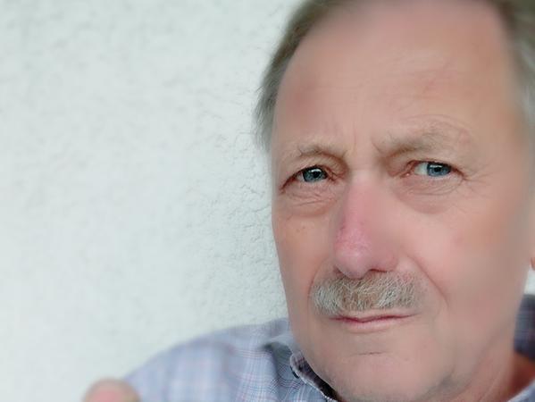 Wolfgang Trampert ist fasziniert von Mikrocontrollern und will das Wissen darüber an andere weitergeben.
