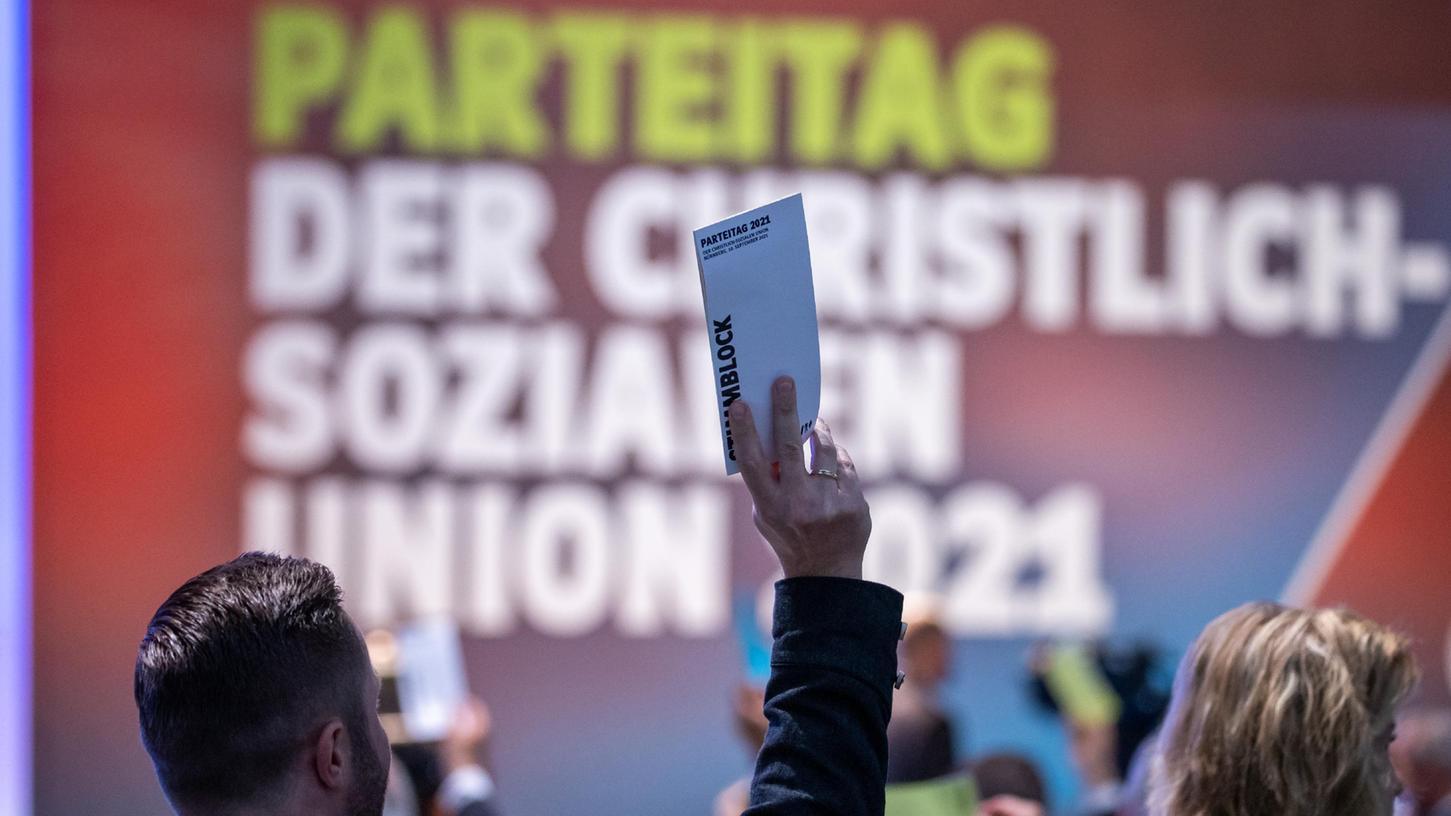 Nahezu alle Personen, die beim CSU-Parteitag in Nürnberg vor Ort sind, sind gegen das Coronavirus geimpft.