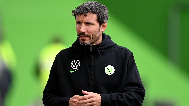Nach dem peinlichen Rechenfehler im DFB-Pokal wurde schon über das Aus von Mark van Bommel spekuliert, in den Ronhof reist er aber als Trainer des Tabellenführers.