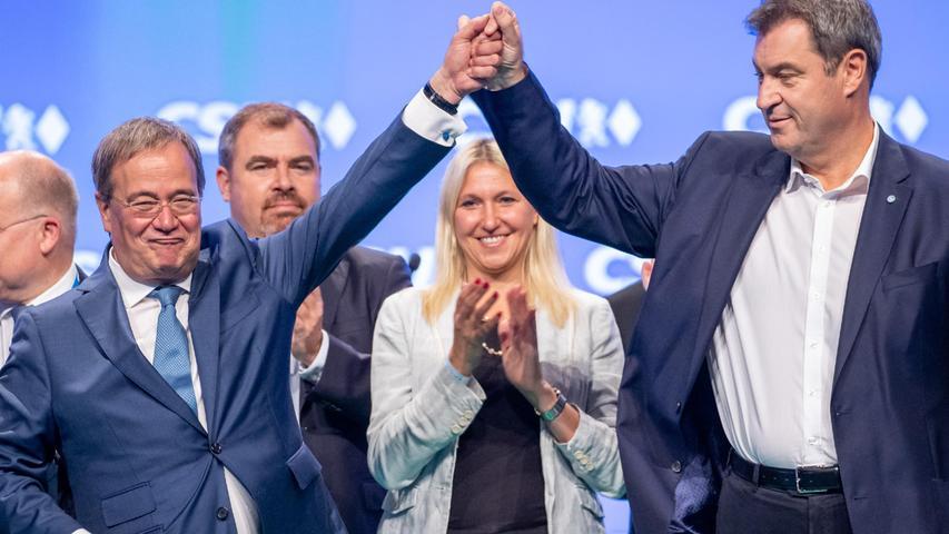 Und nochmal Söder: Beim CSU-Parteitag in Nürnberg demonstrierte Parteichef Söder zusammen mit Kanzlerkandidat Armin Laschet Geschlossenheit.Beide warnten vor einem Links-Rutsch in der künftigen Regierung. Schon eine Woche später trafen sie sich wieder zum Wahlkampf in Nürnberg - so viel Gemeinsamkeit war selten.