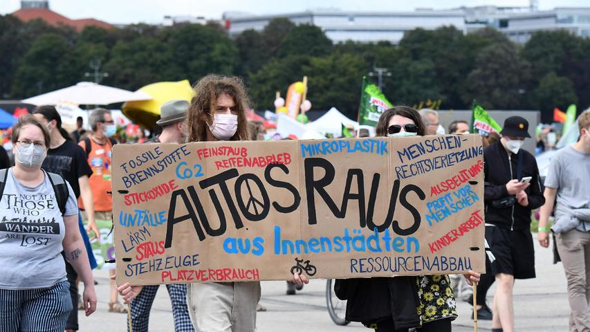 Climate activists protest against cars in city centres and the International Motor Show (IAA) at the Theresienwiese in Munich, southern Germany, on September 11, 2021. (Photo by Tobias Schwarz / AFP)