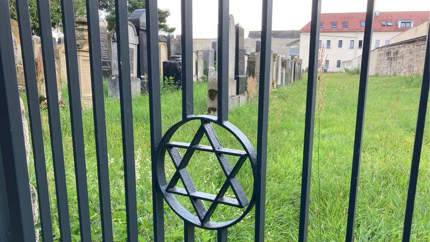 Die Ursprünge des jüdischen Friedhofs gehen vermutlich bis ins 14. Jahrhundert zurück.