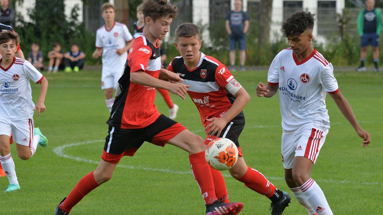 Spielerisch und kämpferisch boten die U15-Kicker des ASV Neumarkt dem großen 1.FC Nürnberg Paroli.