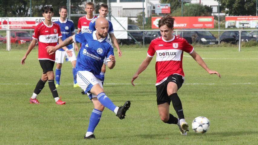Zeigte nicht nur wegen seines herrlichen Treffers zum 1:0 eine starke Leistung: Weißenburgs Linksverteidiger Philipp Schwarz (rechts im Bild).