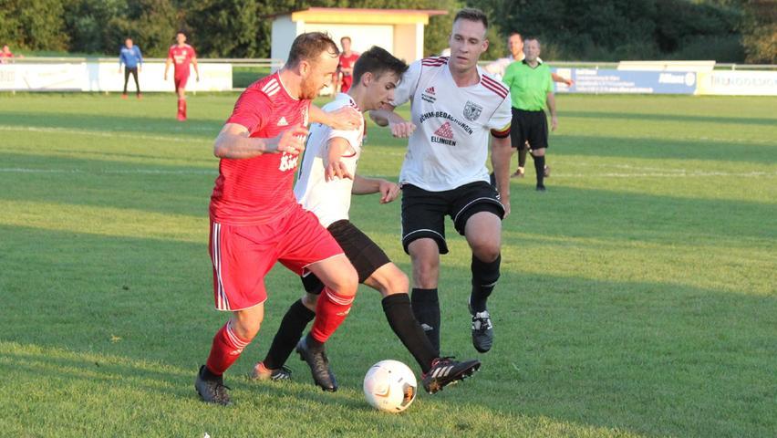Kampf um wichtige Punkte im Verfolgerfeld: Der TSV1860 Weißenburg II und der SV Cronheim trennten sich nach einer spannenden Kreisliga-Partie mit einem letztlich gerechten 2:2.