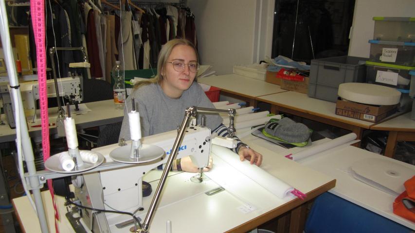 Die Näherei war eine der Keimzellen der Langenaltheimer Jugendwerkstatt und bietet heute Ausbildungen in drei Fachrichtungen an. Aufträge werden auch von Privat angenommen.