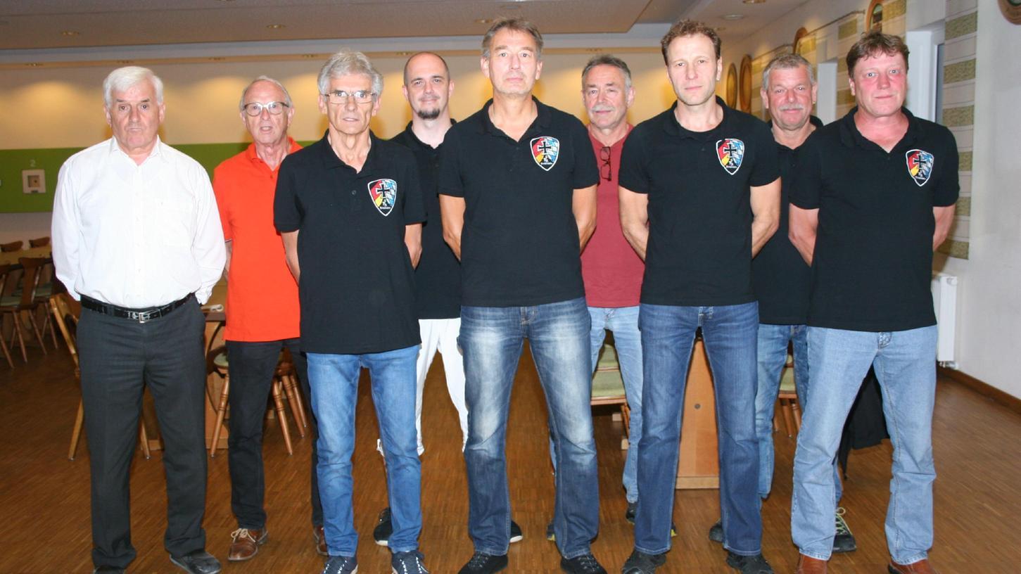 1. Vorsitzender Klaus Körner, Bruno Gill und Michael Reichert übergaben den Staffelstab an den neu gewählte VorstandThomas Pröpster, Franz und Uwe Feierler sowie Andreas Wurm, Jürgen Horcicka und Werner Bärnreuther.