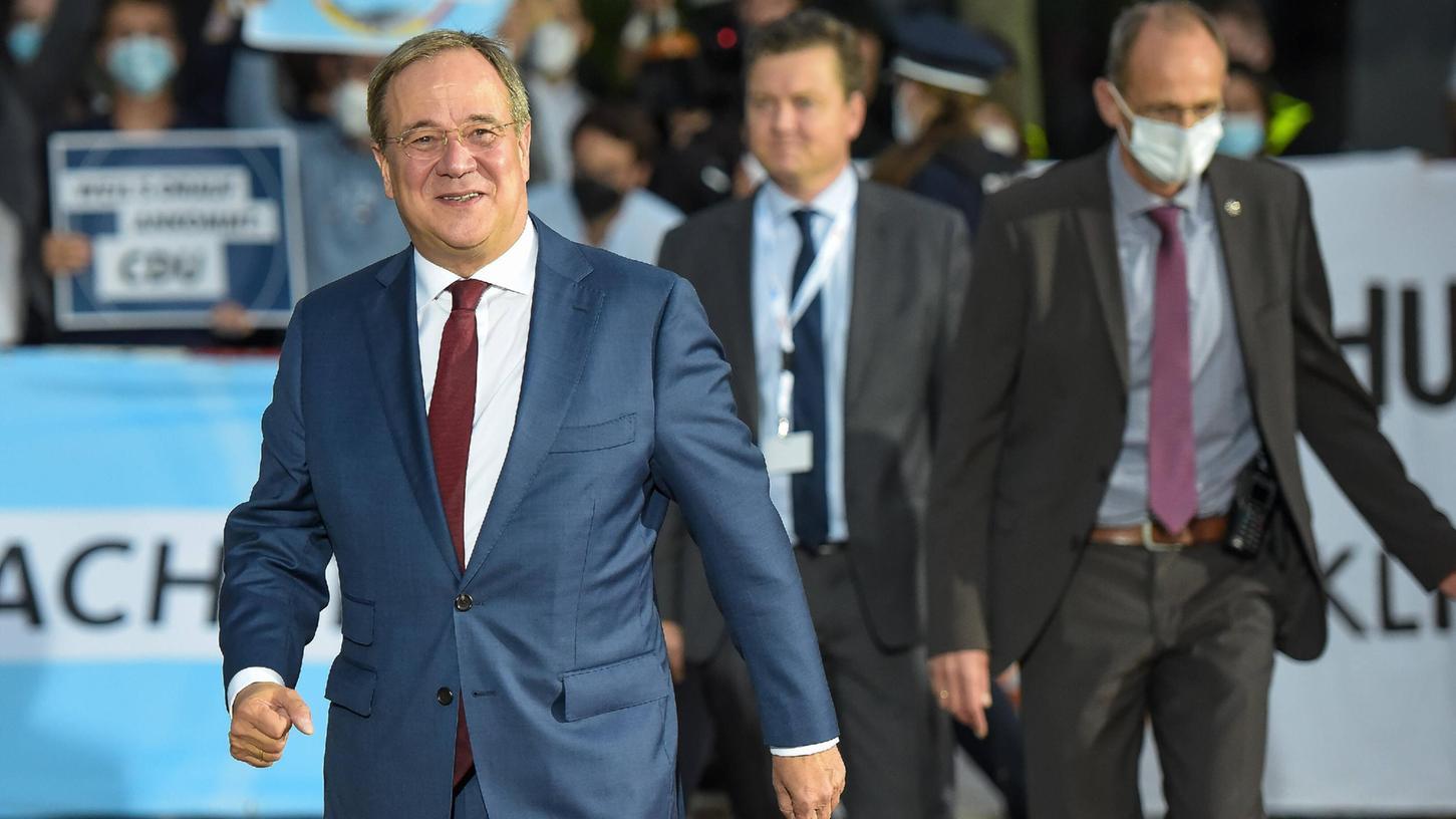 Die Ankunft von Armin Laschet in Berlin-Adlershof zum zweiten Fernseh-Triell.