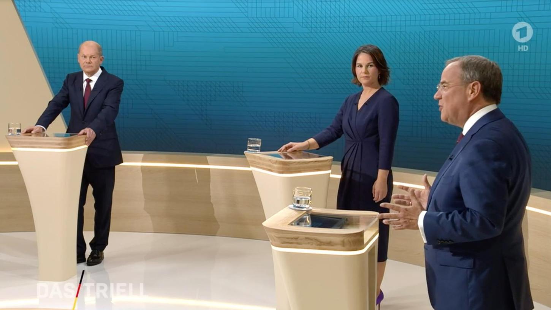 Sie machten sich Vorwürfe, blieben über fast 100 Minuten aber immer fair: Olaf Scholz, Annalena Baerbock und Armin Laschet.