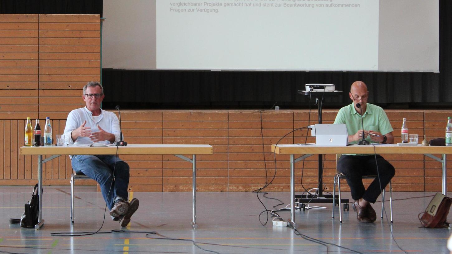 Kreisjugendpfleger Traugott Goßler (links) und Großenseebachs Bürgermeister Jürgen Jäkel.