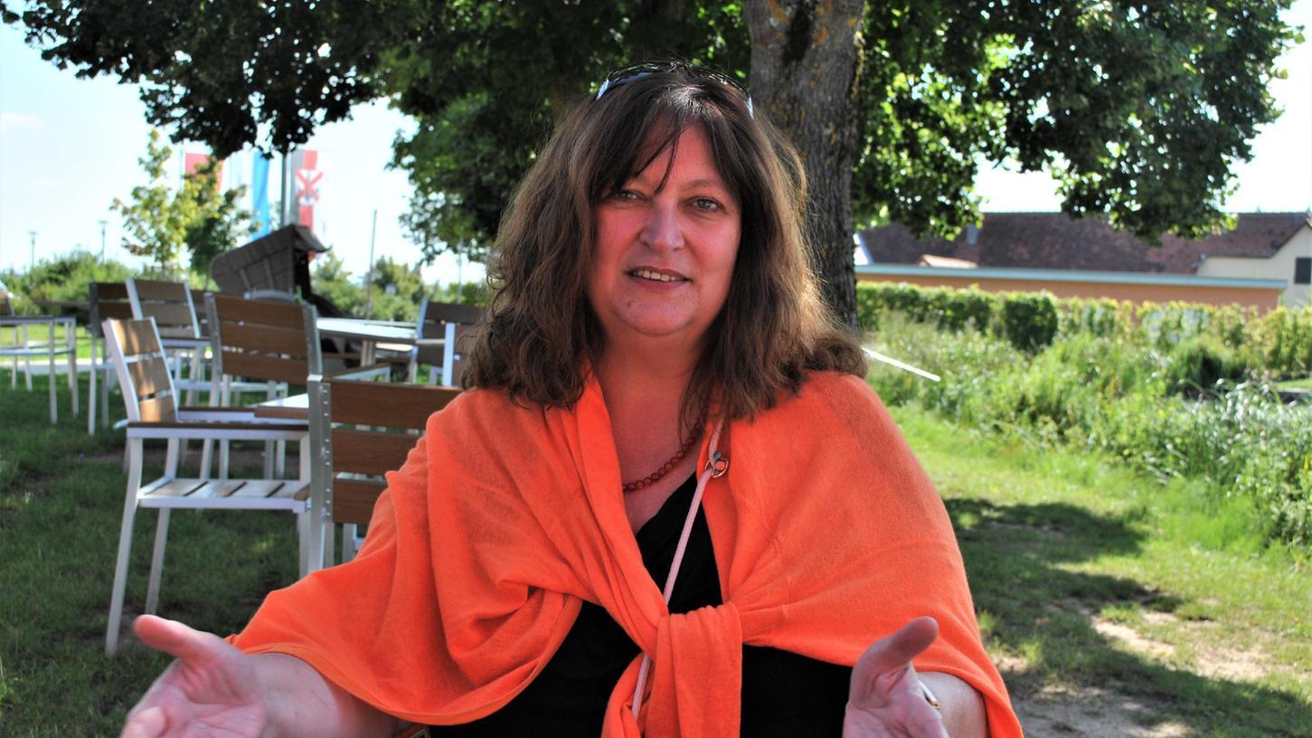 In einer Pause zwischen zwei Terminen hat Sylvia Bogenreuther im Merkendorfer Naturfreibad Zeit für ein Gespräch über ihre Motivation und ihre politischen Ziele.