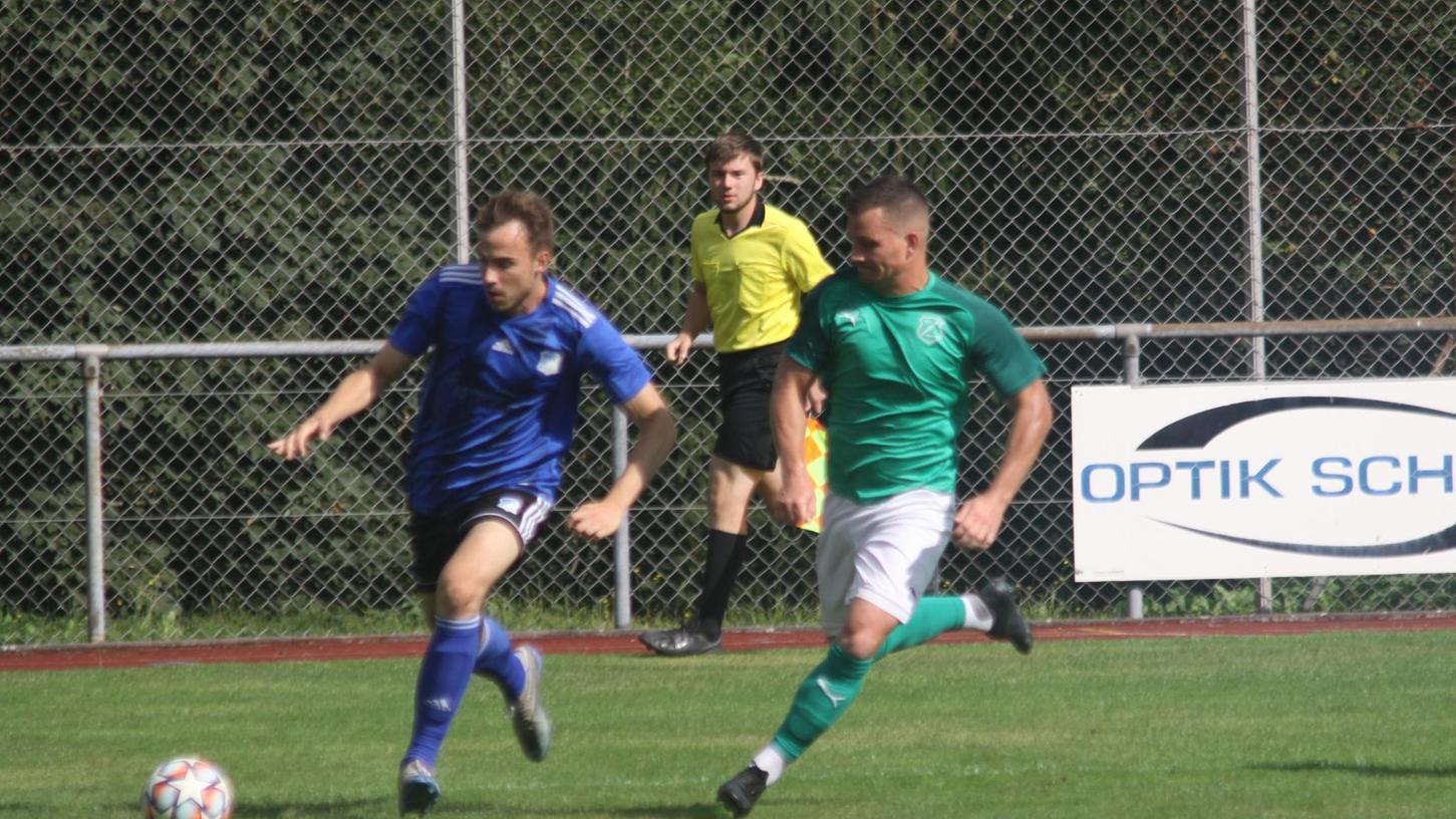 Niederlage im Topspiel: Lonnerstadt (im grünen Trikot) verliert in Ebermannstadt mit 0:3.