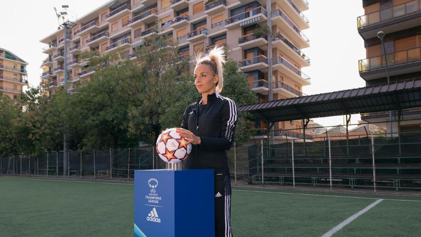 Martina Rosucci ist eine italienische Fußballspielerin, die als Mittelfeldspielerin für den Serie A-Club Juventus und die italienische Nationalmannschaft spielt.