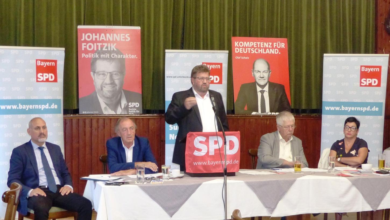Direktkandiat Johannes Foitzik sprachebenfalls beim Unterbezirkstag der SPD in Kastl.