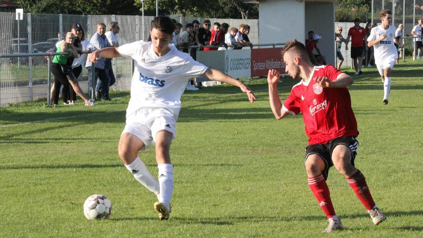 Der TSV 1860 Weißenburg und Viktoria Aschaffenburg lieferten sich in der U19-Bayernliga Nord ein rassiges, temporeiches, umkämpftesund spannendes Spiel, das mit einem 1:1 zu Ende ging.