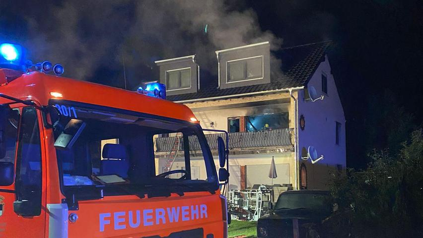 Aufgeweckt durch Rauchmelder, konnten sich die Bewohner der anderen Wohnungen im Gebäude in Sicherheit bringen.