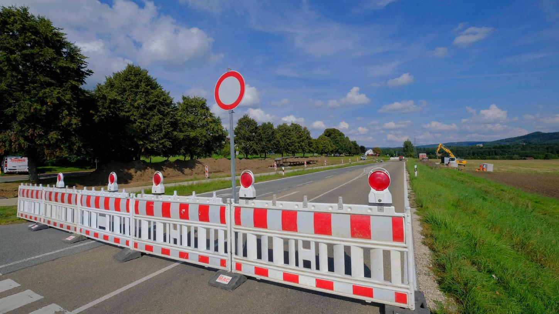 Kurz nach der südlichen Einfahrt nach Buchberg ist die Kreisstraße NM 18 nun bis Ende des Monats dicht.