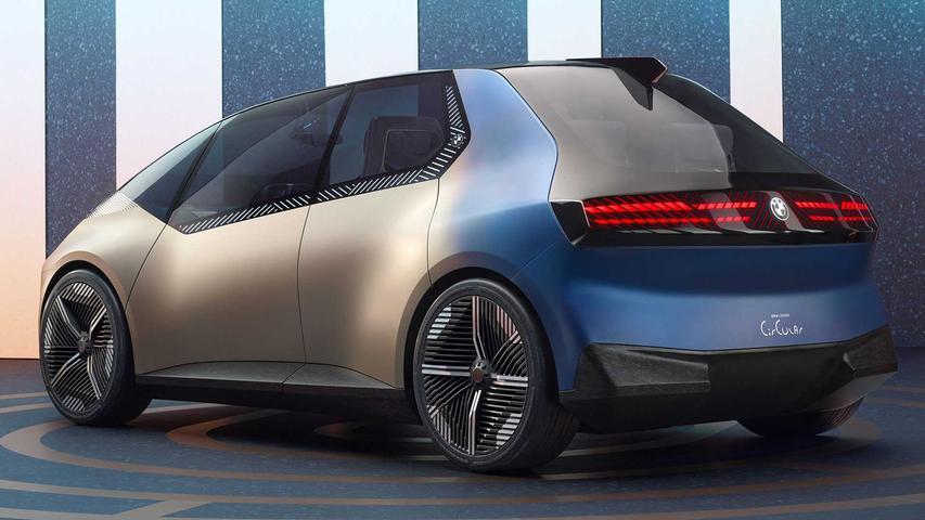 Der Luxus-Stromer präsentiert sich im Minivan-Format.