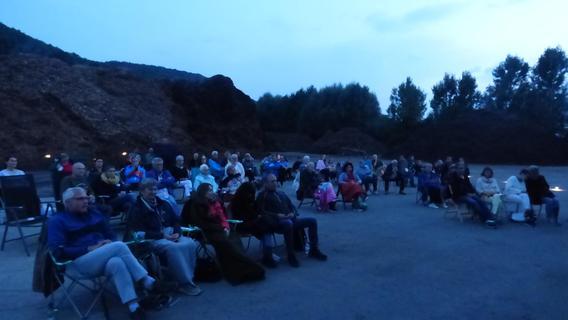 Auftakt gelungen: Viele Zuschauer besuchten Klappstuhl-KulTour in Streitberg