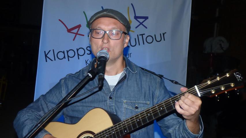 Der Forchheimer Gitarrist und SongwriterAlex Feser begeisterte die Zuhörerinnen und Zuhörer zwei Stunden lang.