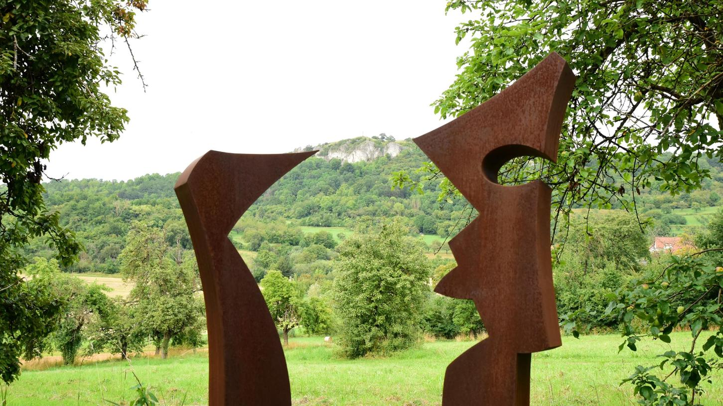 Ressort: Lokales - Forchheim  Datum: 25.08.2021  Foto:  Udo Güldner  Guido Häfner Guido Häfner für die Sonderseite zu seiner Skulptur für den Waberla-Skulpturen-Weg. Modell vor Walberla
