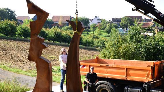 Von der Werkstatt an den Fuß des Walberlas: Die Skulptur von Guido Häfner